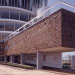 建築家の青木淳の建築作品12選。代表作の青森県立美術館やルイ・ヴィトンなど